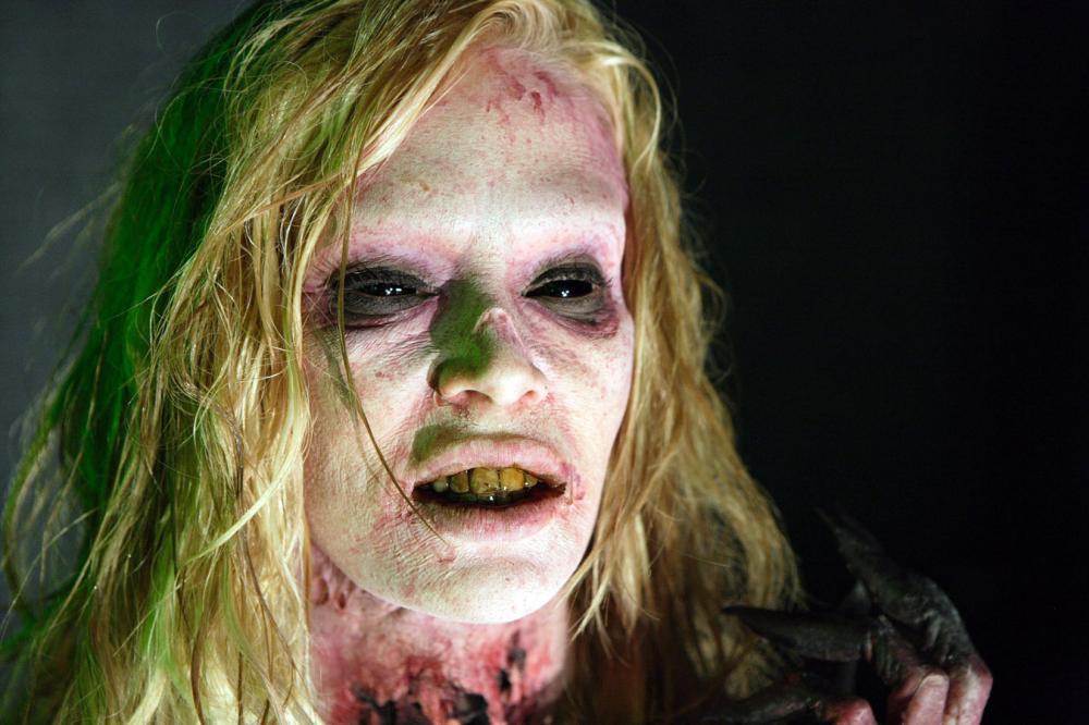 Zombie stripper novie