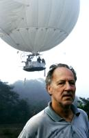 THE WHITE DIAMOND, director Werner Herzog on location in the Guyanese rainforest in front of the helium-filled Jungle Airship, 2004. ©Werner Herzog Filmproduktion