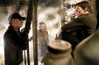 WAR OF THE WORLDS, director Steven Spielberg, Dakota Fanning, Tom Cruise on set, 2005, (c) Paramount