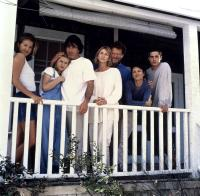 TO GILLIAN ON HER 37TH BIRTHDAY, from left: Laurie Fortier, Claire Danes, Peter Gallagher, Kathy Baker, Bruce Altman, Wendy Crewson, Freddie Prinze Jr., 1996, ©Triumph Films
