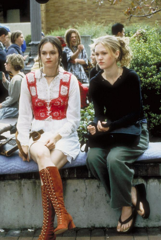 THINGS I HATE ABOUT YOU from left Susan May Pratt Julia Stiles