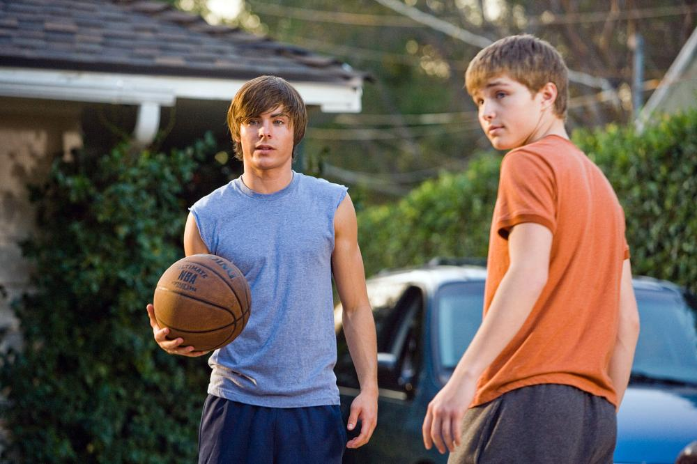 17 AGAIN, (aka SEVENTEEN AGAIN), from left: Zac Efron, Sterling Knight, 2009. ©New Line