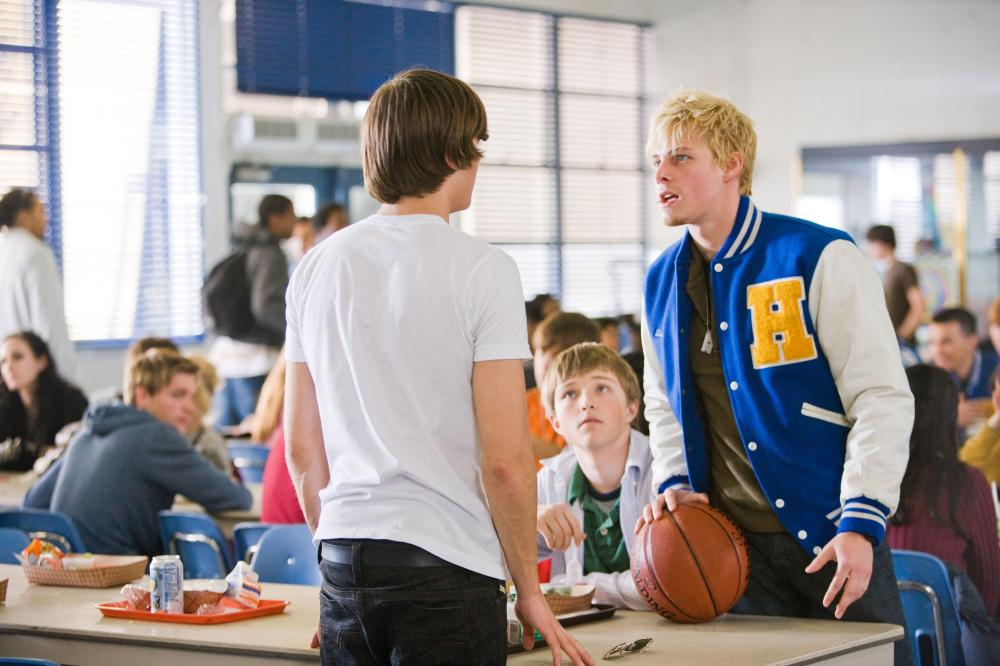 17 AGAIN, (aka SEVENTEEN AGAIN), foreground from left: Zac Efron, Sterling Knight (sitting), Hunter Parrish, 2009. ©New Line