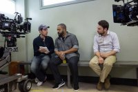 FIST FIGHT, FROM LEFT: DIRECTOR RICHIE KEEN, ICE CUBE, CHARLIE DAY, ON SET, 2017. PH: BOB MAHONEY/© WARNER BROS.