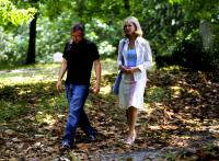 LOGGERHEADS, director Tim Kirkman, Bonnie Hunt on set, 2005