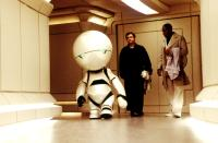 THE HITCHHIKER'S GUIDE TO THE GALAXY, Warwick Davis as Marvin the Paranoid Andriod, Martin Freeman, Mos Def, 2005, (c) Touchstone