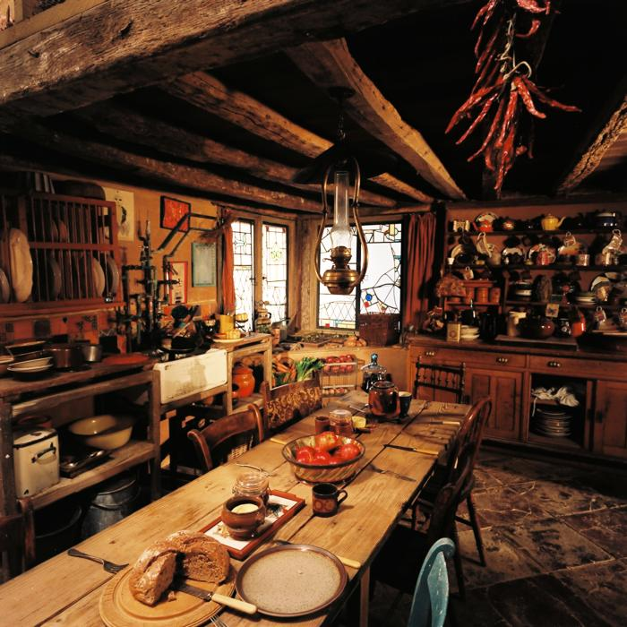 The Burrow Where Molly And Arthur Weasley Raised Their 7 Children Welcomed Various Strays Like Harry
