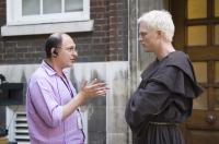 THE DA VINCI CODE, screenwriter Akiva Goldsman, Paul Bettany on set, 2006, (c) Columbia