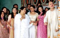 BRIDE AND PREJUDICE, Nadira Babbar ( third from left), Anupam Kher, (far right),2004, (c) Miramax