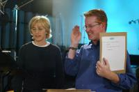 FINDING NEMO, Ellen DeGeneres, director Andrew Stanton at a recording session, 2003, (c) Walt Disney