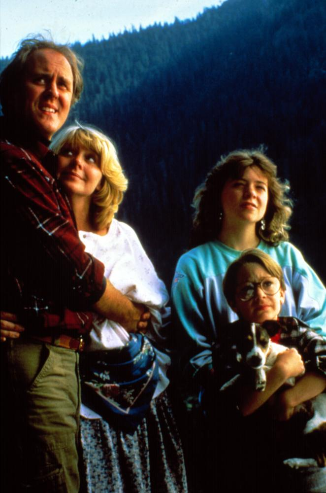 HARRY AND THE HENDERSONS, John Lithgow, Melinda Dillon, Margaret Langrick, Joshua Rudoy, 1987""