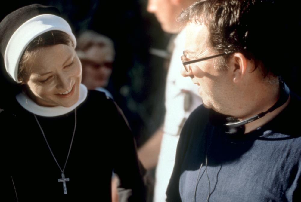 THE DANGEROUS LIVES OF ALTAR BOYS, Jodie Foster, director Peter Care, on set, 2002. (c) ThinkFilm