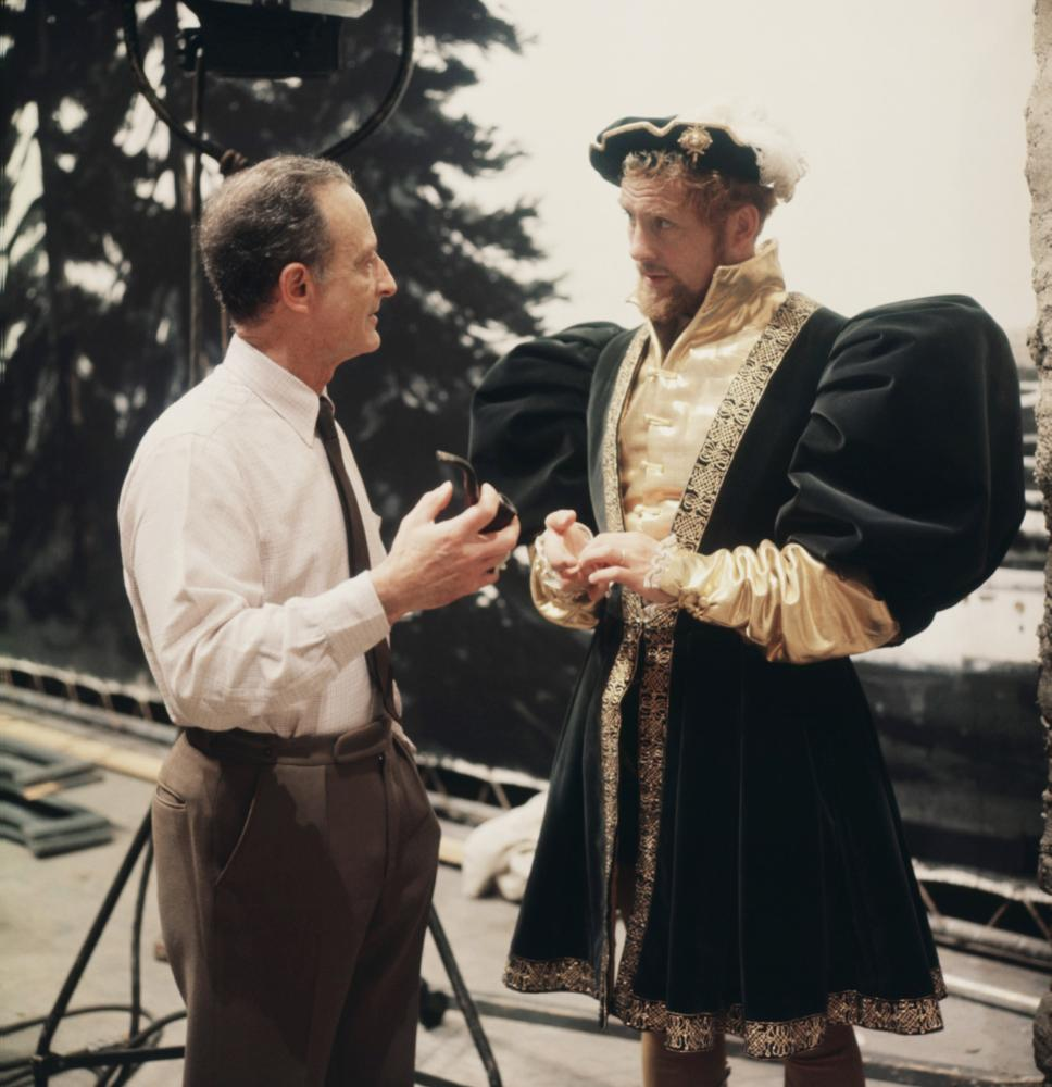 a review of a man for all seasons directed by fred zinnemann A man for all seasons (1966), from robert bolt's acclaimed play about the trials of sir thomas more and adapted by bolt himself, presented perils of its own, but zinnemann navigated them with great skill, creating another masterwork.