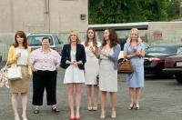 BRIDESMAIDS, from left: Ellie Kemper, Melissa McCarthy, Kristen Wiig, Rose Byrne, Maya Rudolph, Wendi McLendon-Covey, 2011. ph: Suzanne Hanover/©Universal Pictures