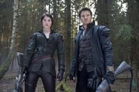 HANSEL AND GRETEL WITCH HUNTERS, from left: Gemma Arterton, Jeremy Renner, 2013. ph: David Appleby/©Paramount Pictures