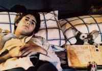 GREMLINS, Zach Galligan, 1984, reading in bed